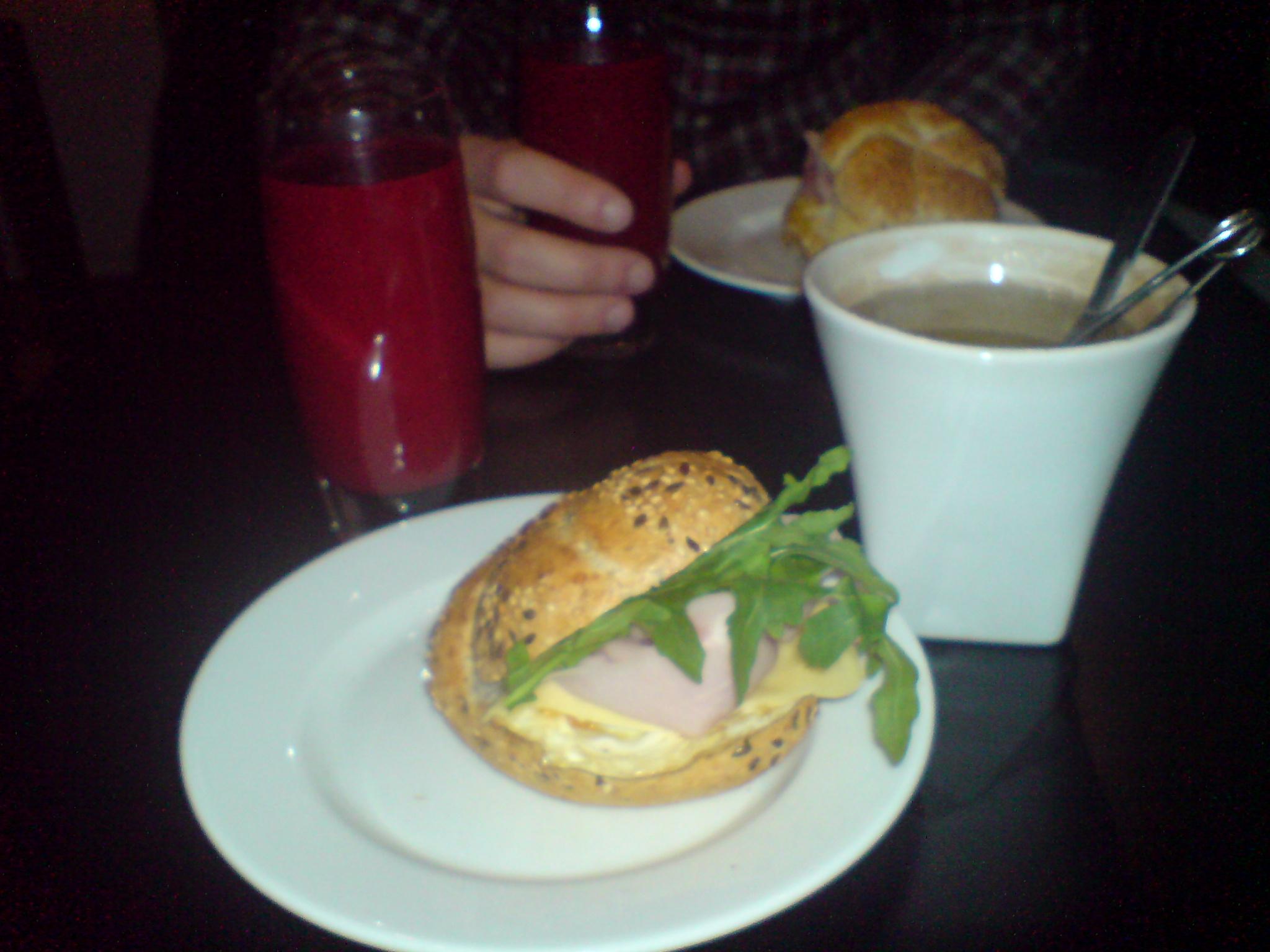 Frukost på Cafe Nero