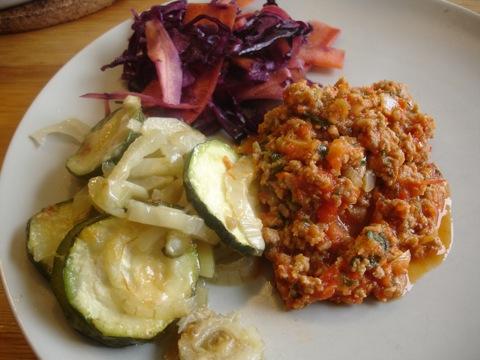 Kalvfärsbiffar med parmesangratinerade grönsaker