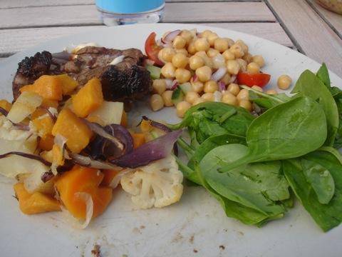 Grillat lamm, rotsaker och grönsaker