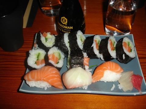Mammas och min egengjorda sushi