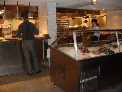 Charkdisken och köket på restaurang BAR