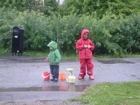 Lek i regnet