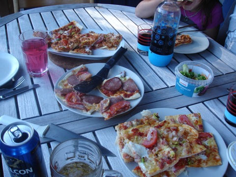 Mängder med smaskig pizza