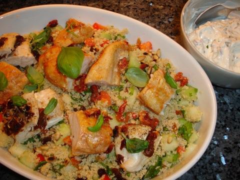 Kyckling med fruktig couscous