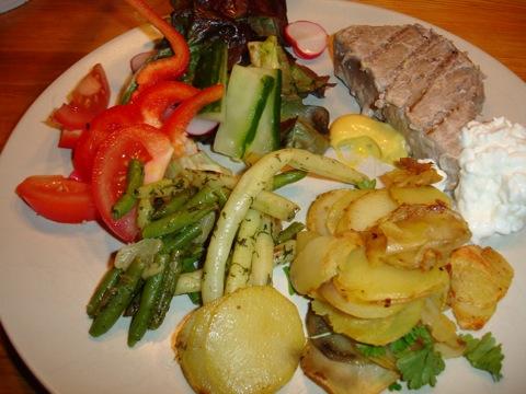 Tonfisk och råstekt potatis
