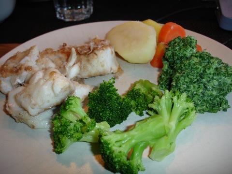 Stekt torskrygg med potatis och vårgrön sås