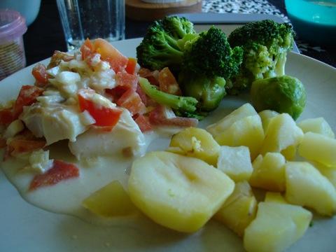 Torskrygg i citronsås, kokt potatis och broccoli