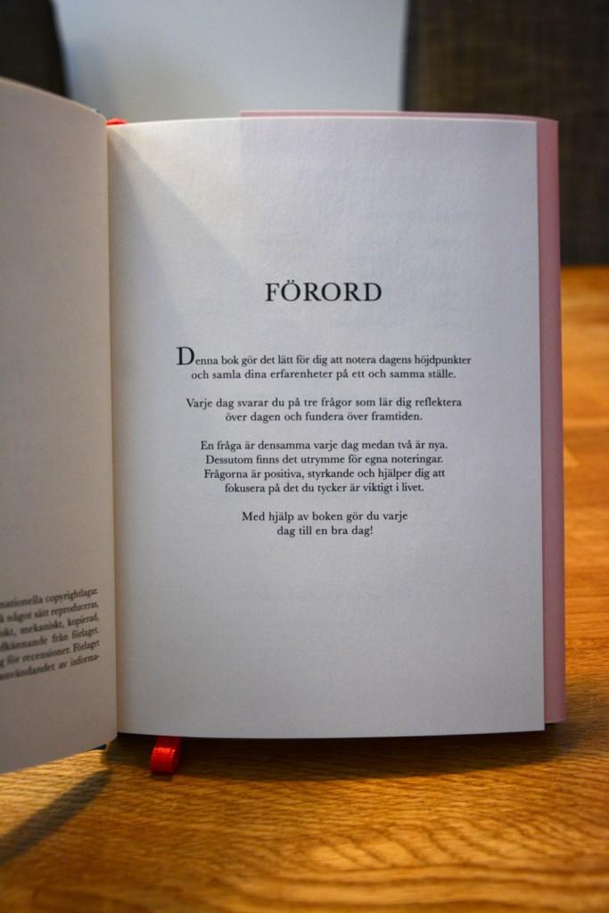 Ett beskrivande förord får inleda boken