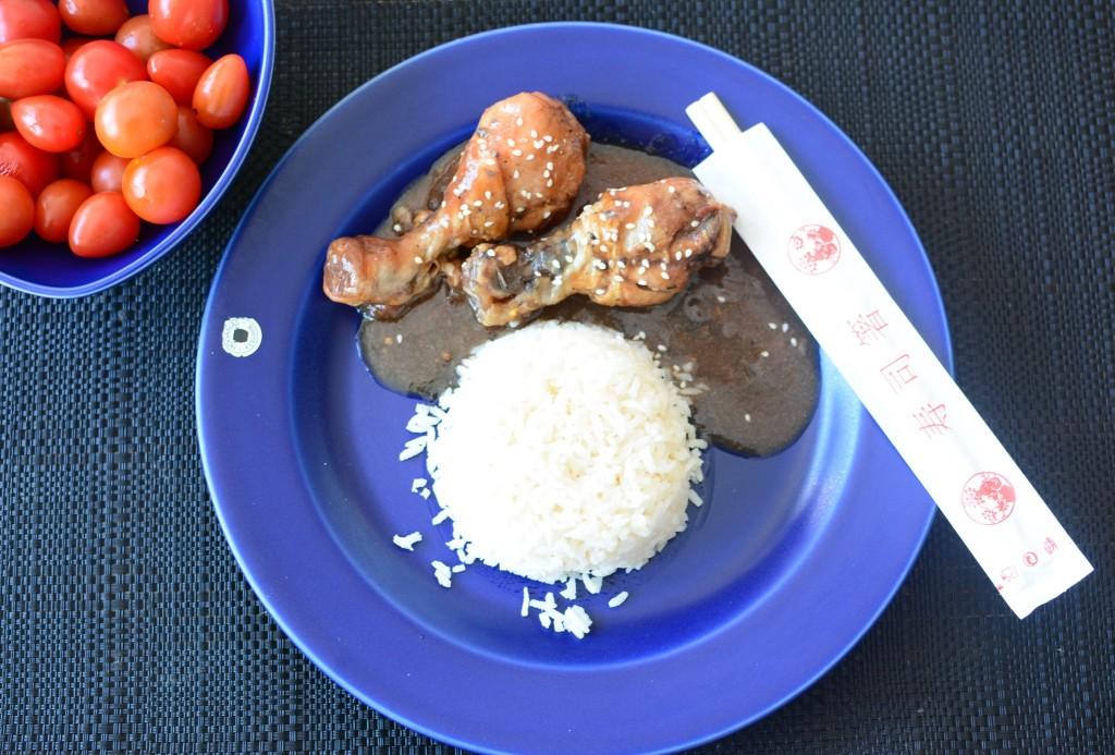 Servera med ris och toppa med sesamfrö.