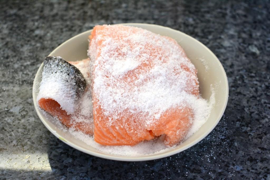 Gnid in en salt- och sockerblandning.