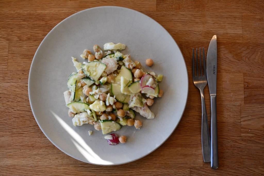 Fräsch lunchrätt med kikärtor och torsk