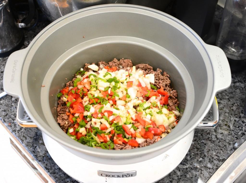 Fräs köttfärsen och ha sedan ner övriga ingredienser.