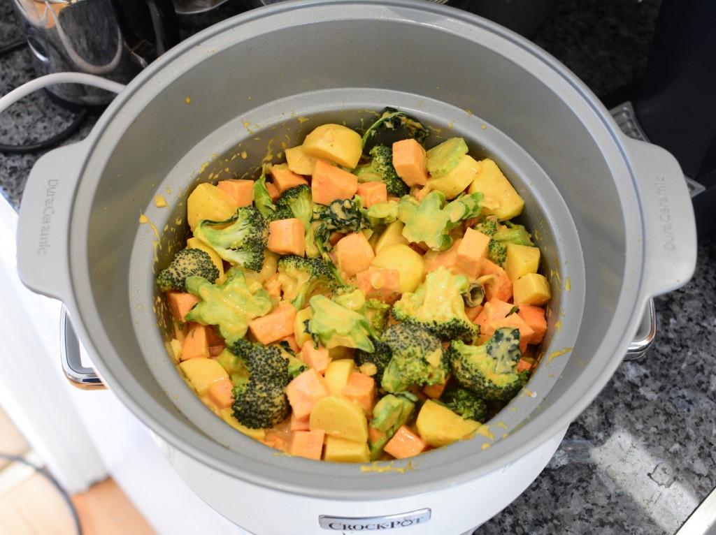 Sedan är det bara att ha ned övriga ingredienser. Visst ser det fräscht och gott ut redan nu?!