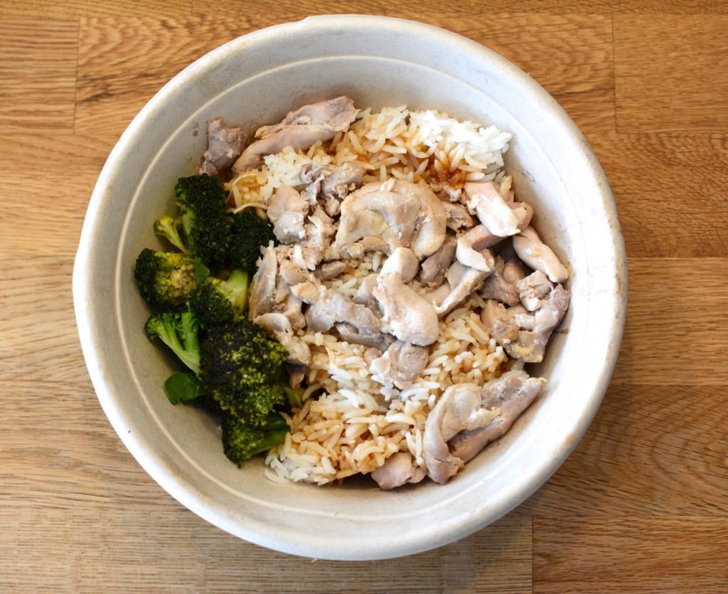 Gustaf åt vitt ris, kyckling och sojasås.