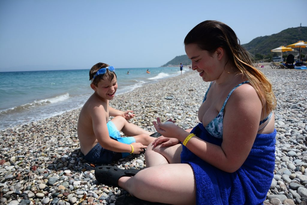 Barnen letade fina stenar och det fanns det gott om!