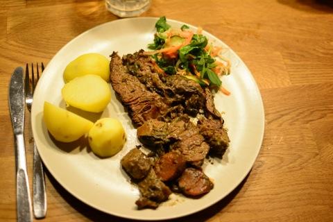 Höggrev med potatis, sås och grönsaker