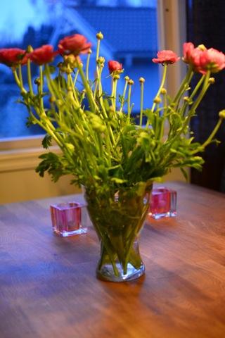 En fin blombukett fick pryda bordet och sprida goda dofter