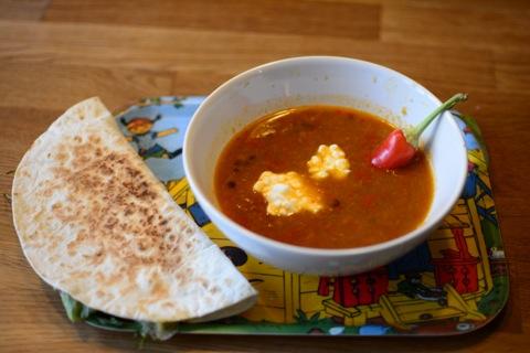 Indisk linssoppa och quesidilla