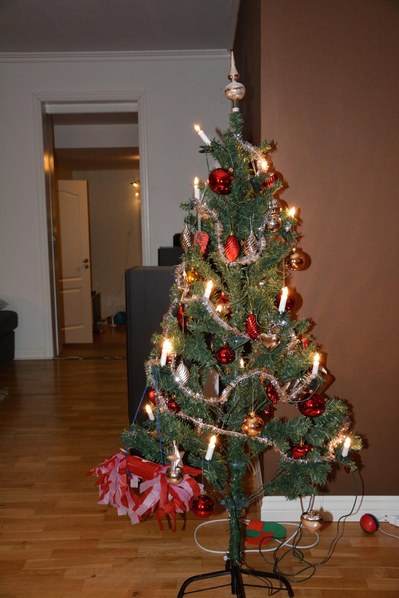 Årets julgran färdigklädd!