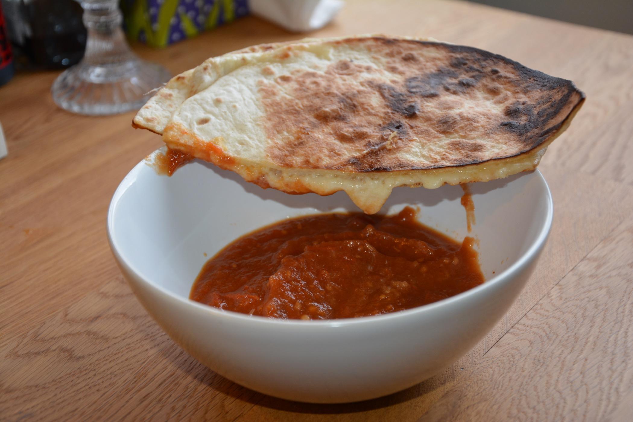 Tomatsoppa med ostquesadilla