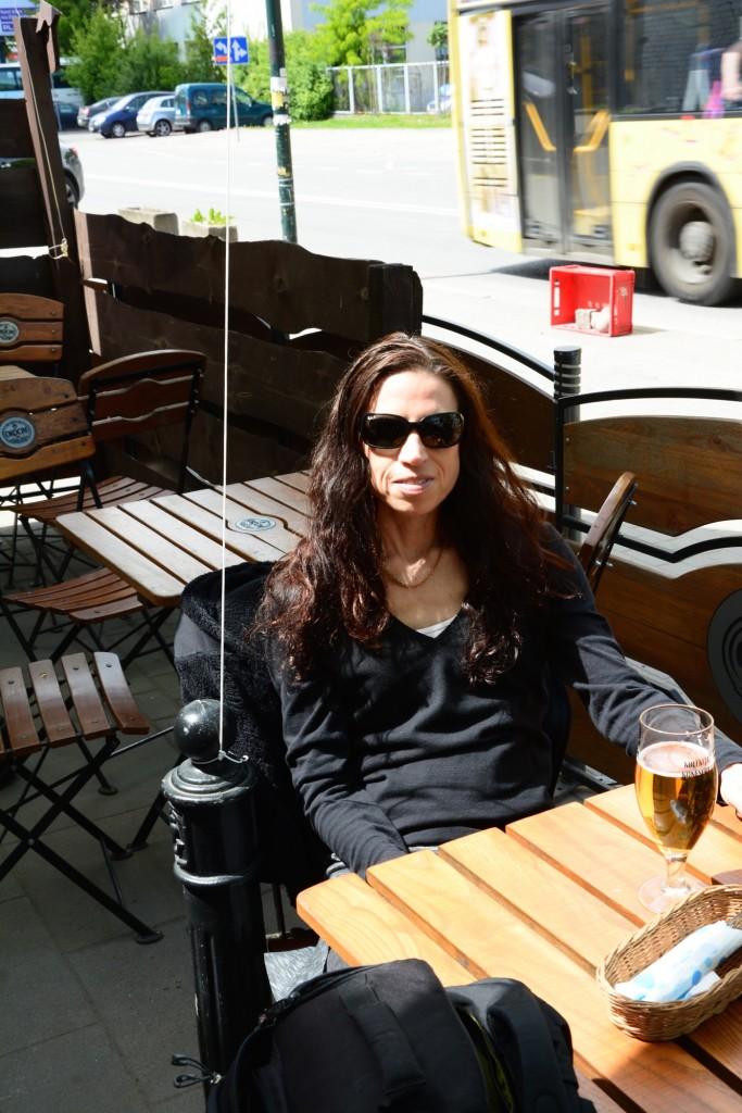 Skönt att njuta av öl och mat i solen!