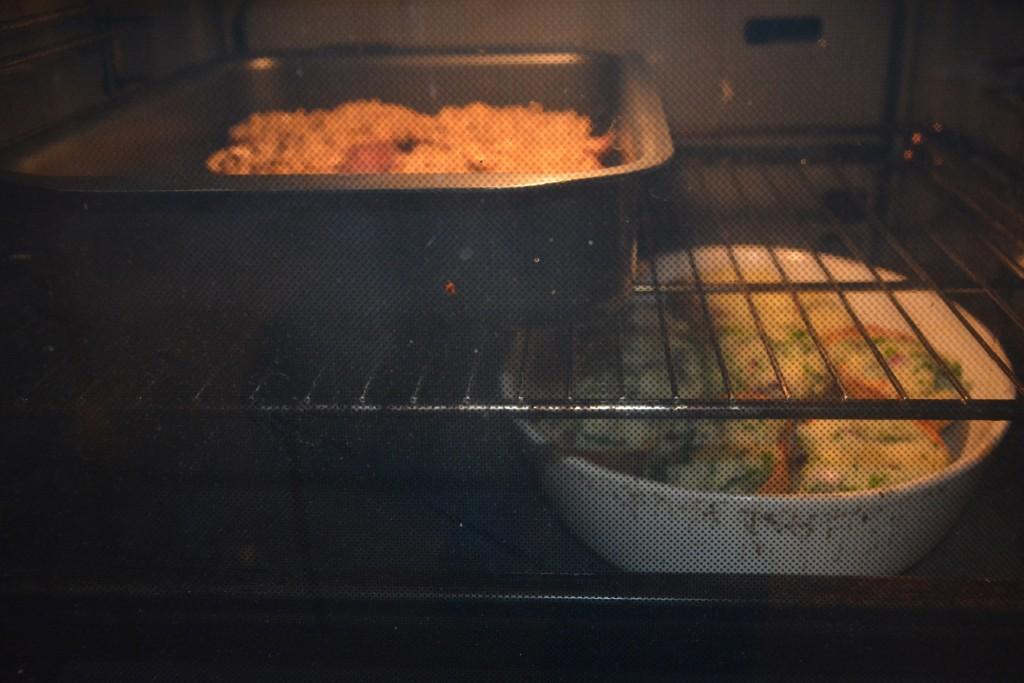Precis innan servering åker kött och potatis in i ugnen.