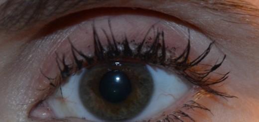 Mitt öga med Lumene True Mystic Volume Mascara Mystic Black.