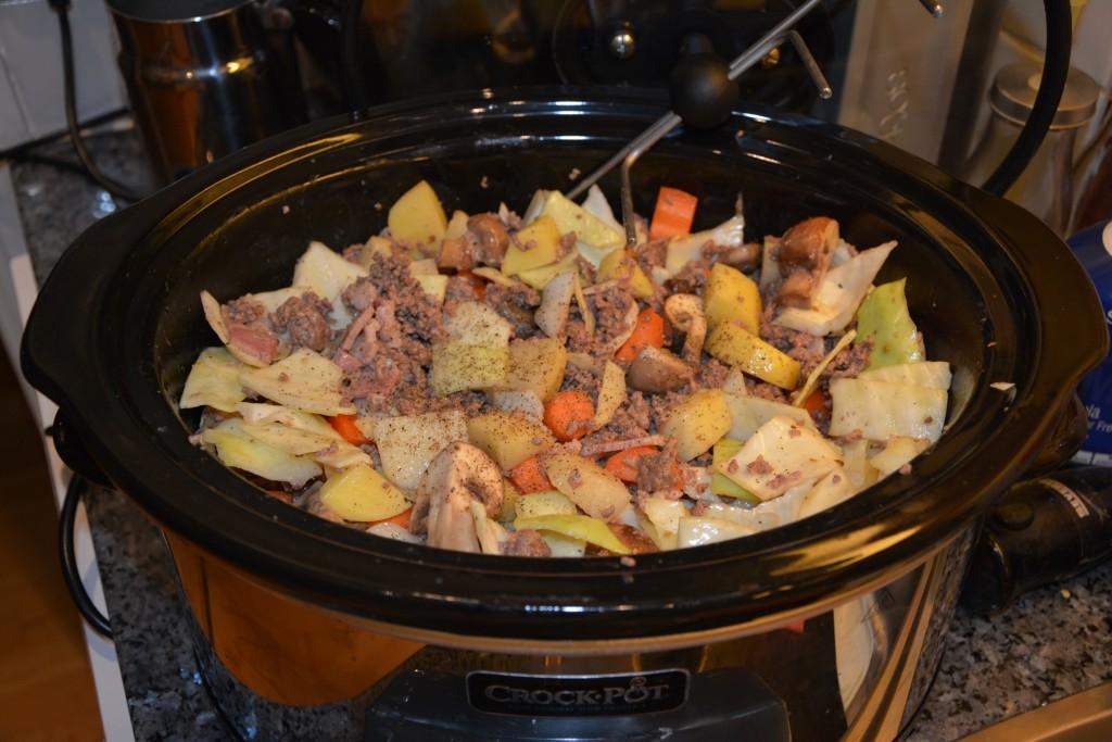 Köttfärsgryta med kål och rotsaker i Crock-Pot
