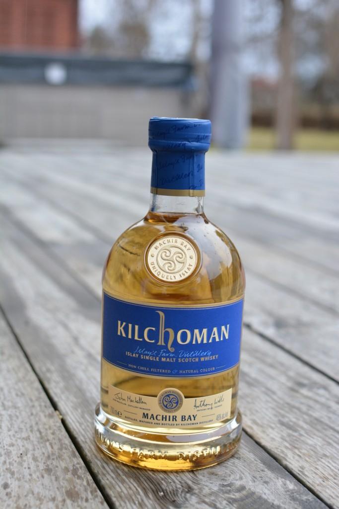 Riktigt vacker flaska och fin färg på whiskeyn!