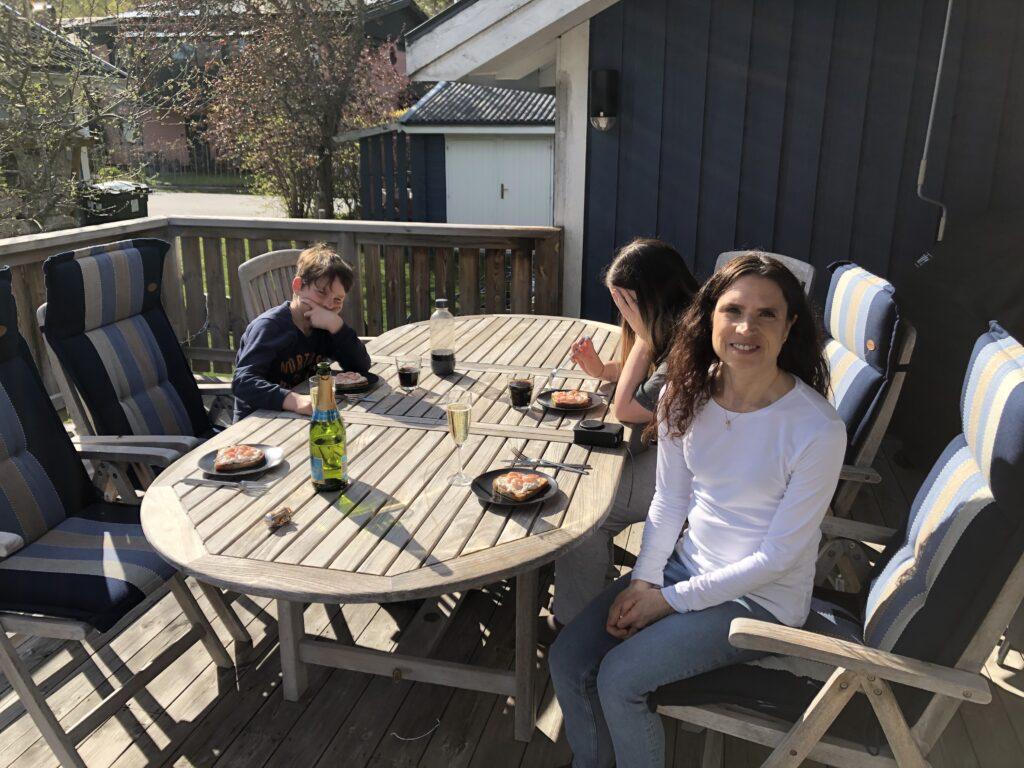 Familjemys på altanen.