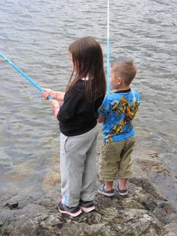 Fiska har barnen gjort sedan de lärde sig gå.