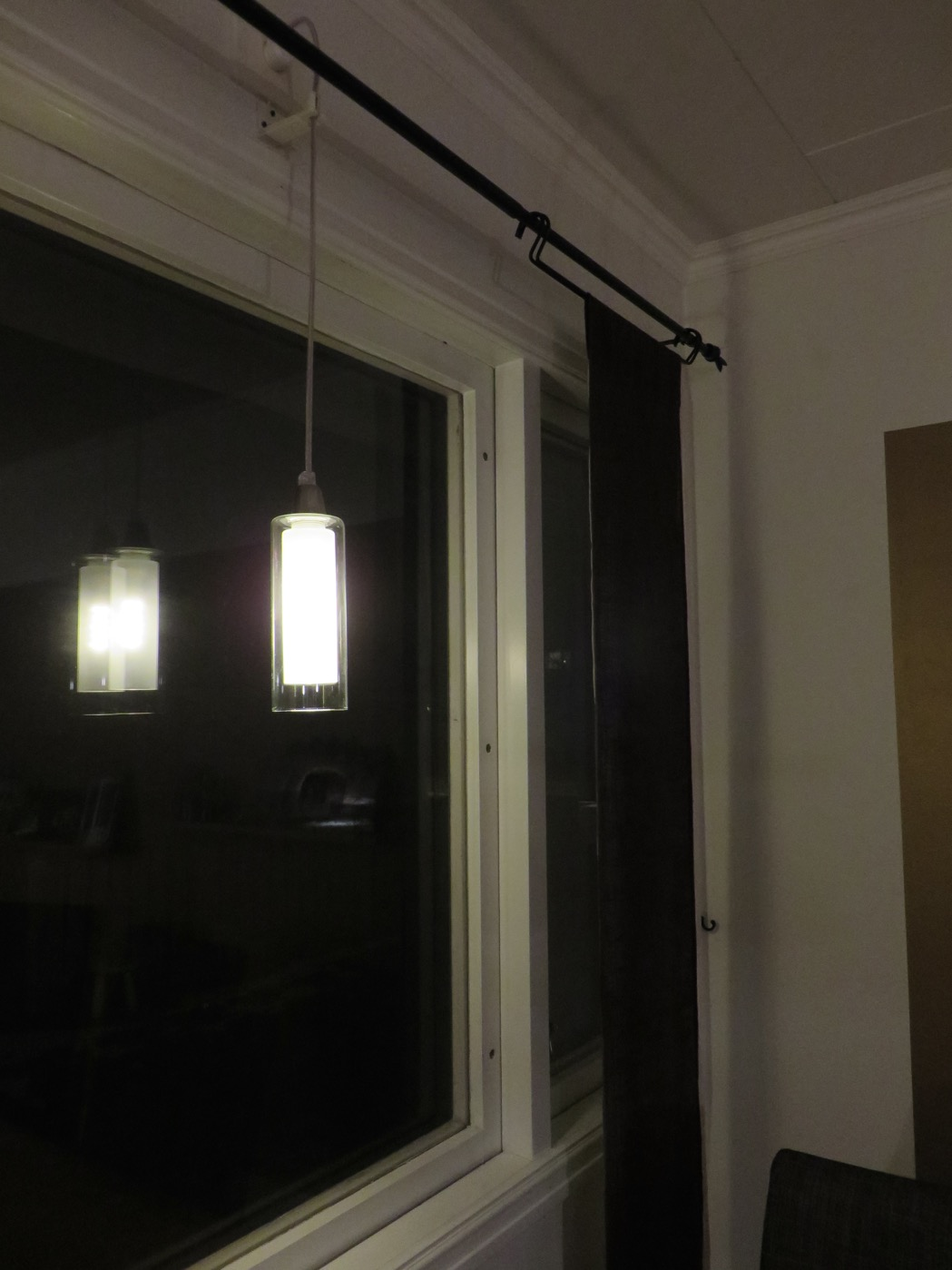 LED-belysning i matsalsfönstret