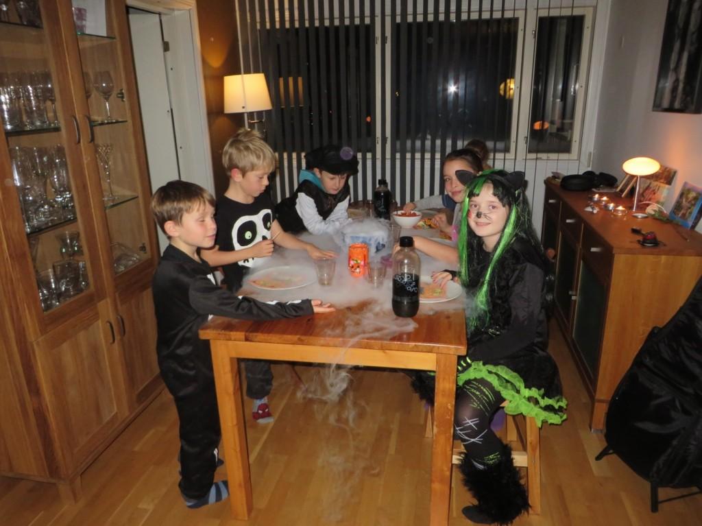 Spöken och gastar till bords