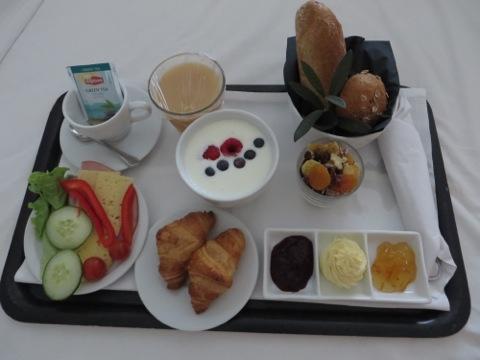 Roomservice-frukost