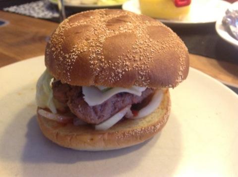 Hemgjorda amerikanska hamburgare