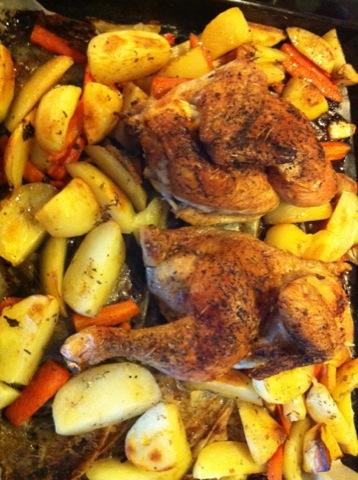 Kyckling och potatis- och morotsklyftor