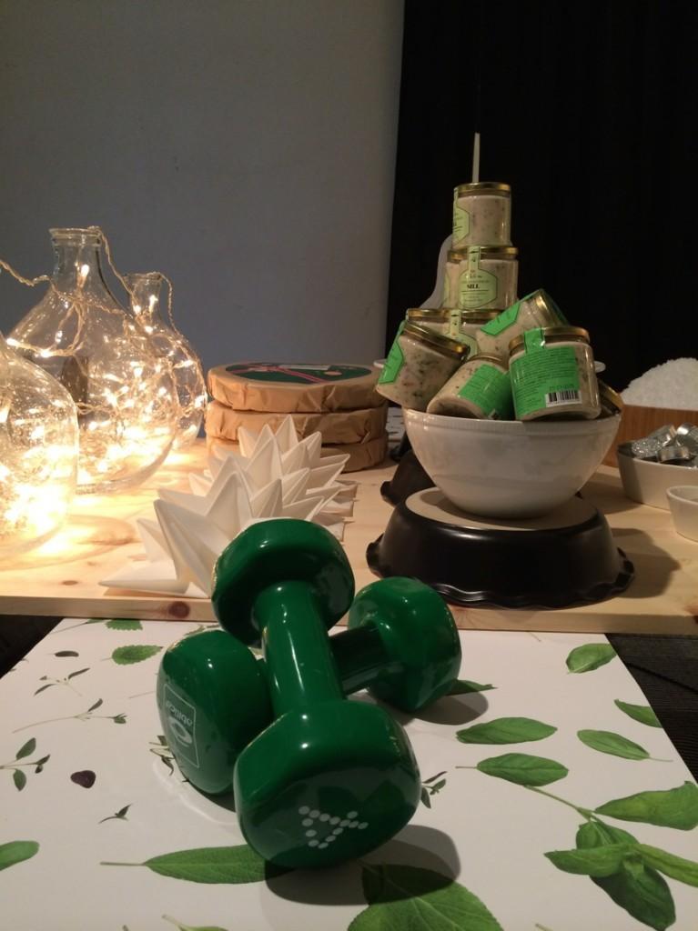 Självklart ligger det gröna, läckra hantlar under julgranen
