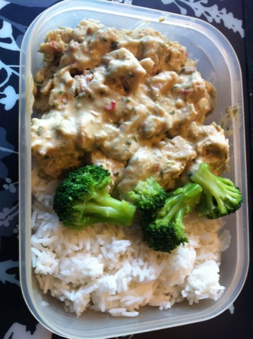 Kycklinggryta med ris och broccoli