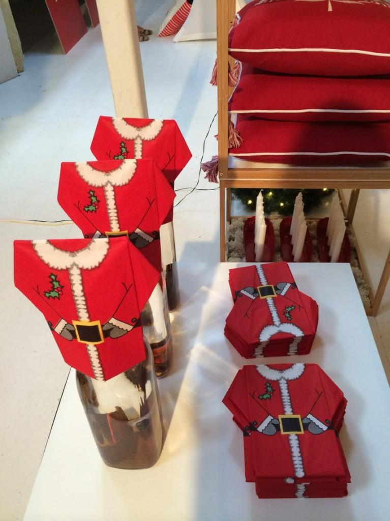 Färdigvikta servetter i form av jultomten