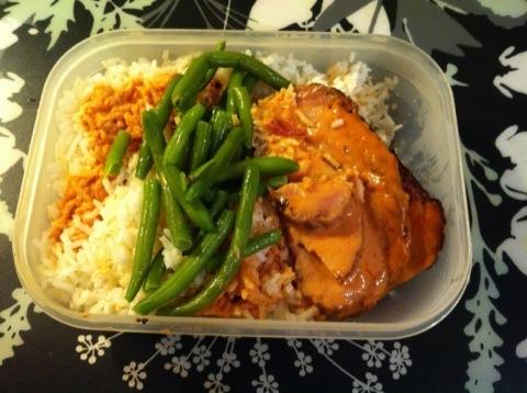 Tomatgratinerad kassler med ris och grönsaker
