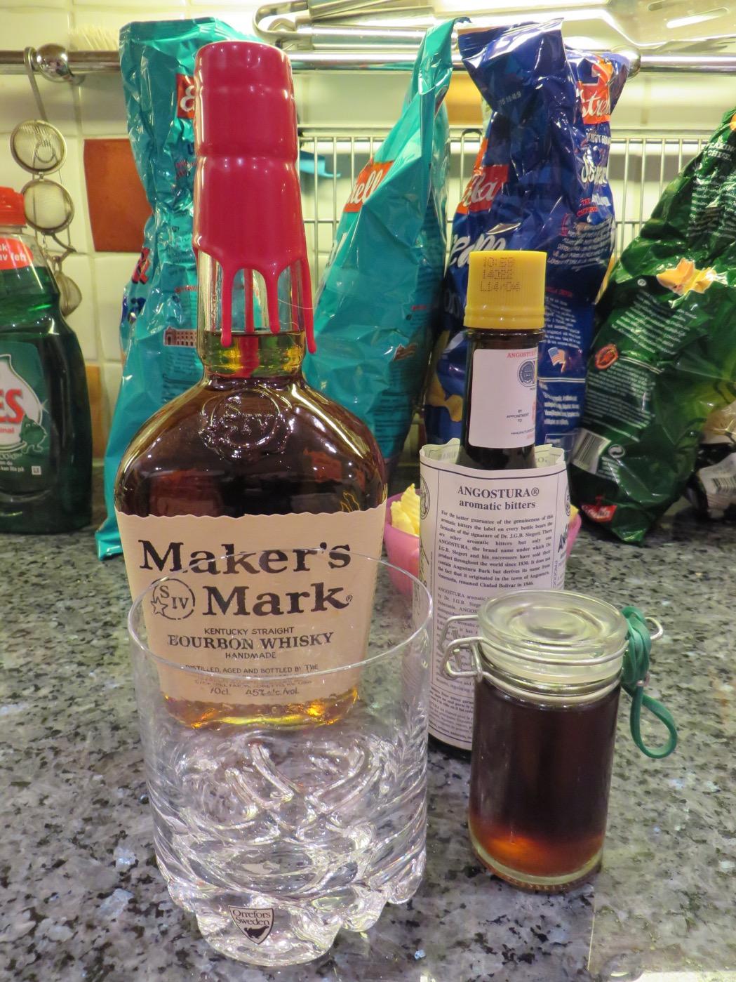 Bourbon, Angostura bitter och sockerlag