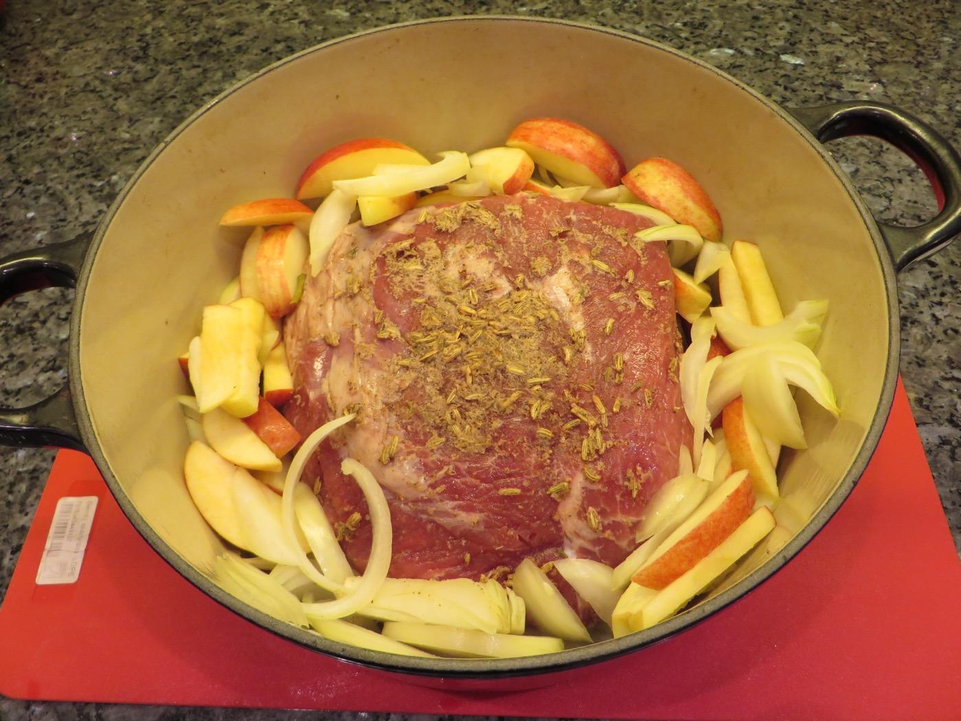 Fläskkarré med äpple, lök och härliga kryddor