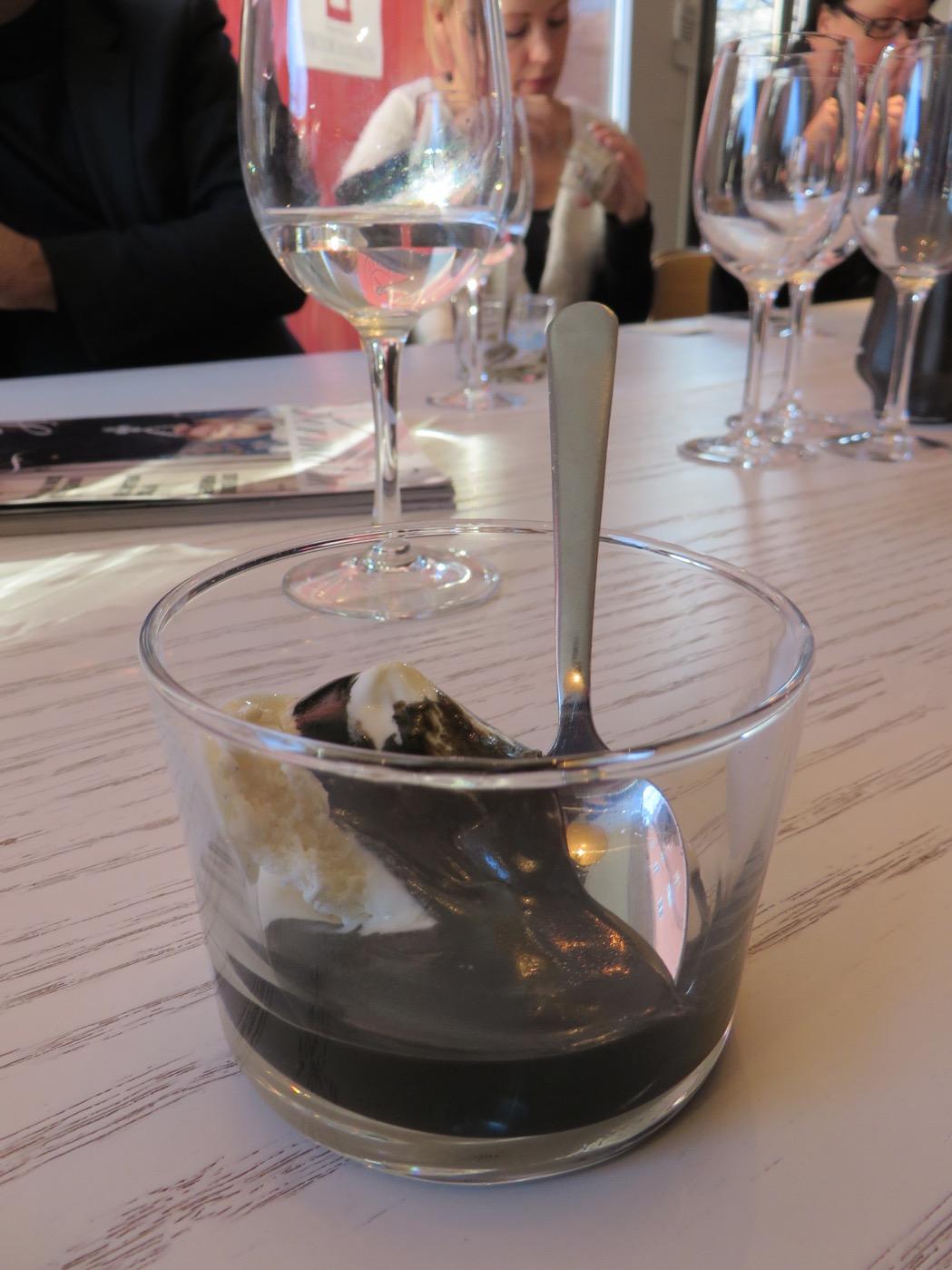 Glass med saltlakritssås