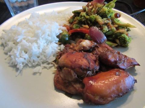 Limekyckling med wok och ris och sås