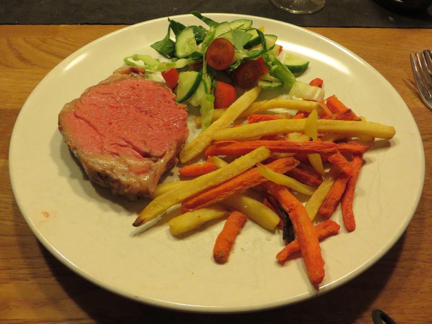 Wagyu entrecôte, strips, grönsaker och såser