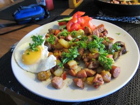 Hemgjord pytt med ägg