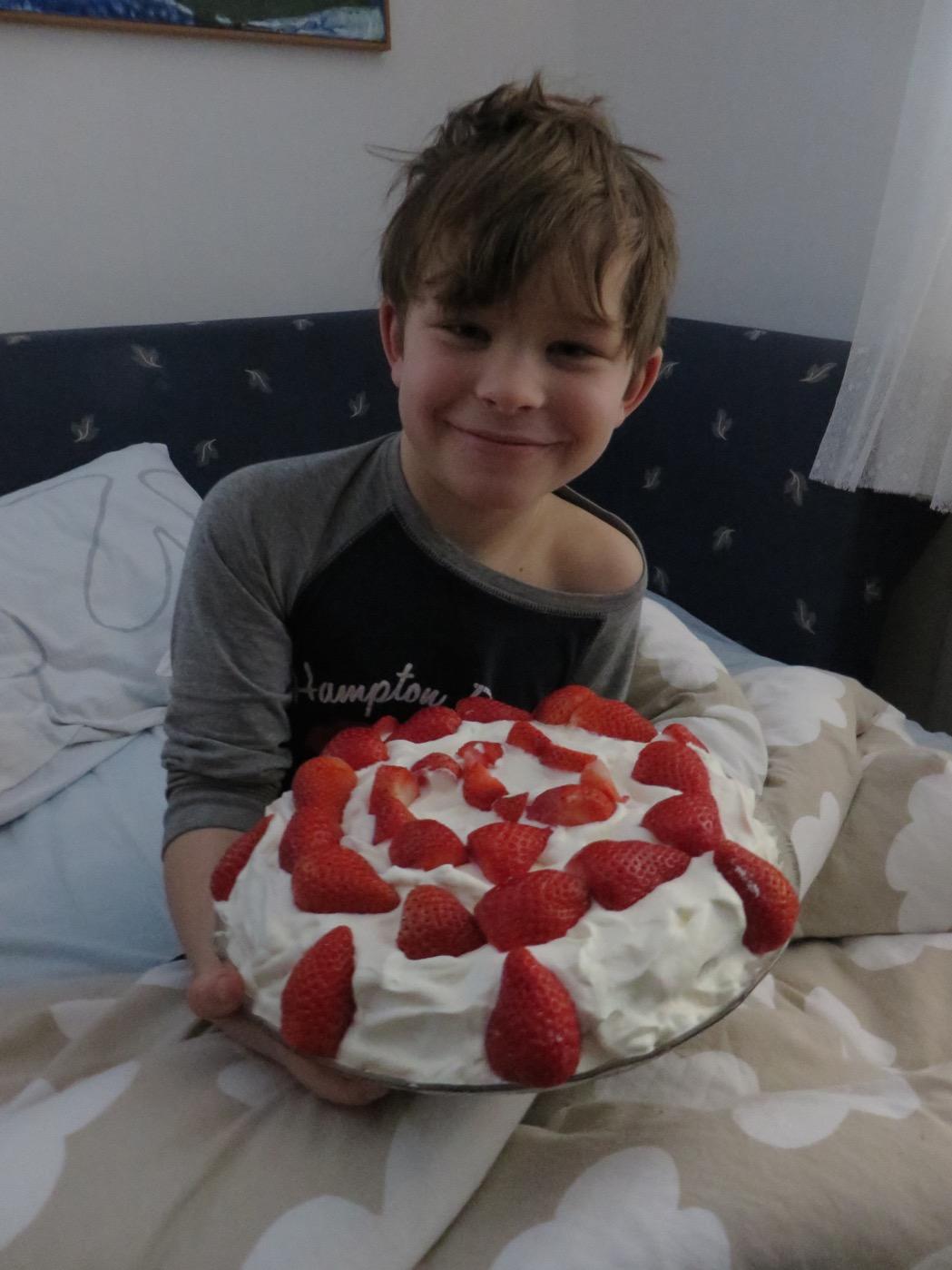 Uppvaktning på sängen - Gustaf 8 år