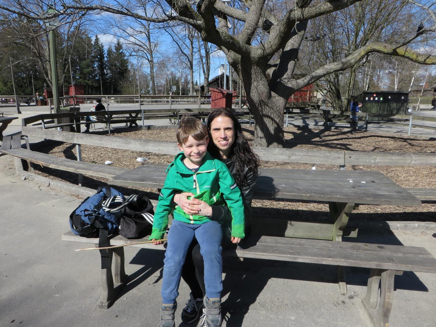 Mor och son på Skansen.