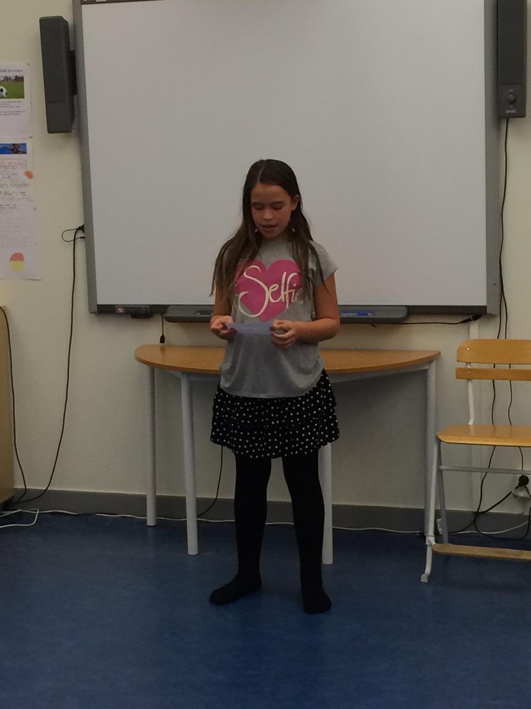 Filippa läser en dikt