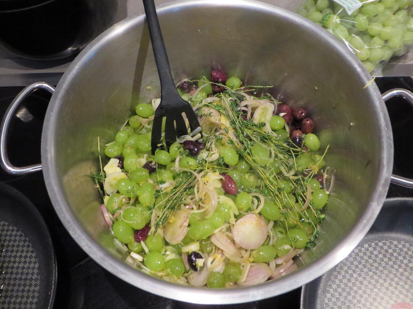 Vindruve- och olivsallad.